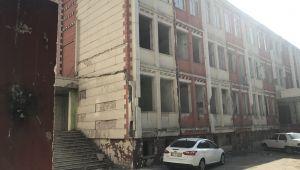 Eski Devlet Hastanesi Çöplüğe Dönüştü