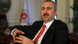 Gündem Adalet Bakanı Gül: Eleştiriler Hiçbir Zaman Cezaya Konu Olmamalı