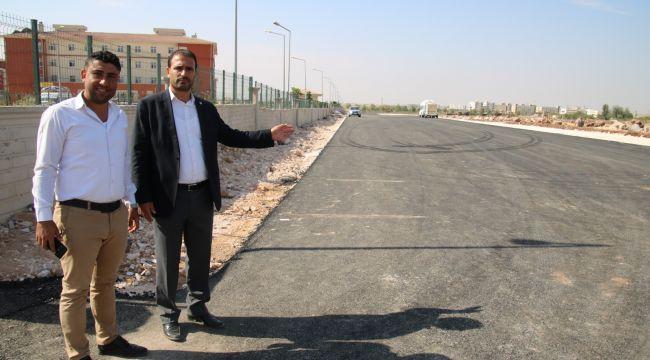 Büyükşehir, Viranşehir'de Okul Kampüs Yolunu Asfaltladı