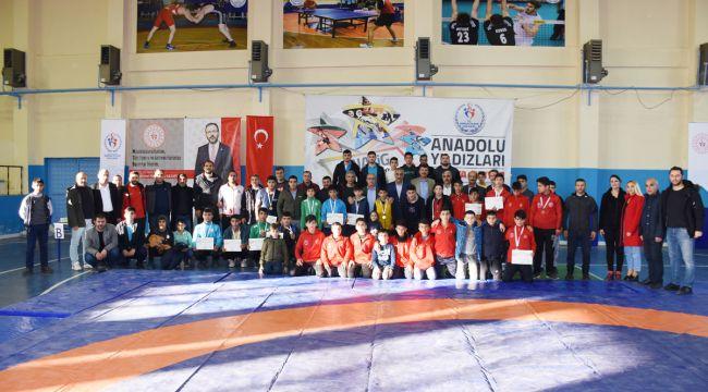 Başkan Bayık, Dereceye Giren Anadolu Yıldızlarına Ödüllerini Takdim Etti