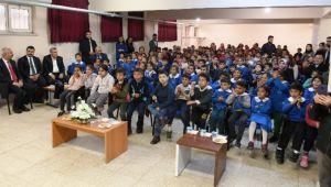 Öğrencilere tiyatro etkinliği düzenlendi