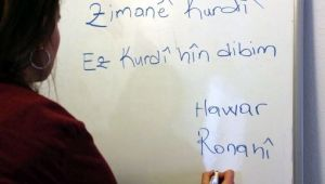 Kürtçe eğitmenleri beraat etti