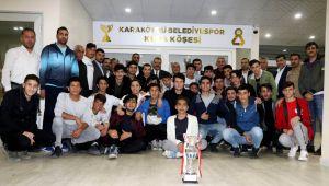 Karaköprü Belediyespor Yönetimi şampiyon U19 gençlerini ağırladı