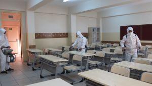 Büyükşehir Belediyesi Sınav Öncesi Okulları Dezenfekte Ediyor