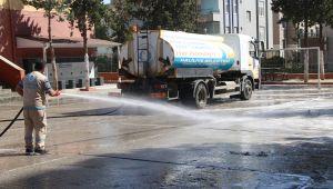 Haliliye'de Okul Bahçeleri Deterjanlı Su İle Yıkanıyor