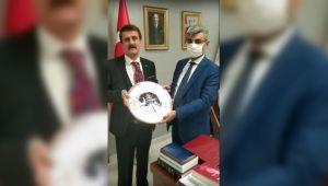 GAP Medya'dan Bakan Yardımcısı Bağlı'ya Şükran Plaketi