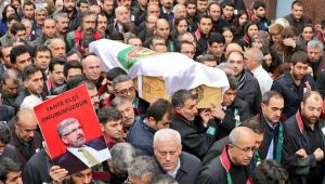 Savcılık Tahir Elçi'nin Cenazesini 'Terörist Cenazesi' Diye Sunan Erkan Tan'a Takipsizlik Verdi!