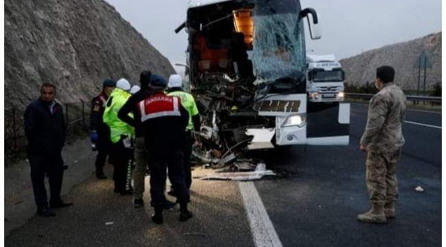 Şanlıurfa'da yolcu otobüsü tıra arkadan çarptı: 3 ölü, 41 yaralı