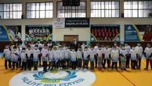 Başkan Canpolat'tan 80 Okula Spor Malzemesi Desteği