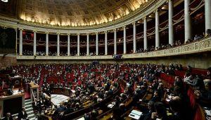 Fransa: 15 yaş altı kişiyle cinsel ilişki tecavüz sayılacak, yasaya internet sohbetleri dahil