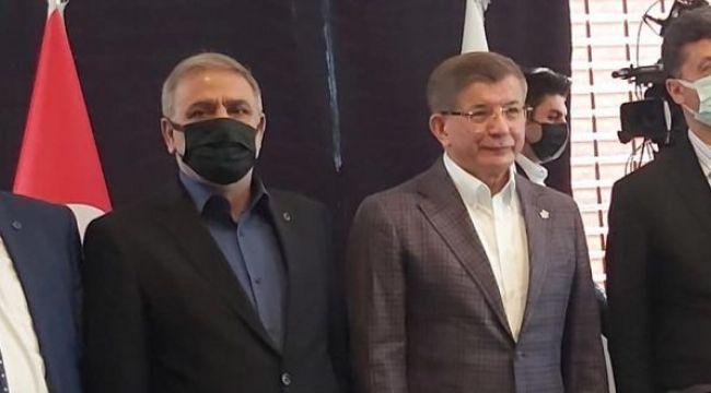 Yazar İlhami Işık Gelecek Partisine katıldı Davutoğlu'nun Başdanışmanı oldu