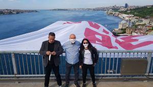 CHP'li Vekiller Dev Pankartı Köprüye Astı