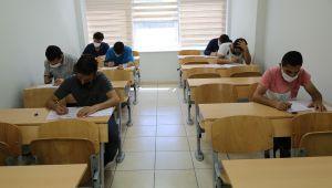 Hem Meslek Öğreniyor Hem De Sınavlara Hazırlanıyor