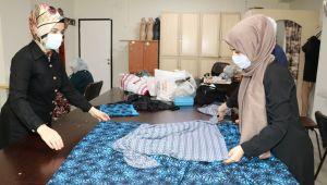 Karaköprü'de Kadınlar Hem Öğreniyor Hem Kazanıyor