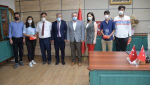 Suruç Fen Lisesinin TÜBİTAK Türkiye Birincisi Öğrencileri İl Müdürlüğünü Ziyaret Ettiler
