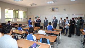 Başkan Beyazgül, Öğrencileri Okulun İlk Gününde Yalnız Bırakmadı