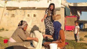 İsot temizleyen kadınlara dondurma ikramı