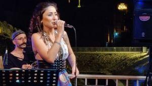 Melek Mosso Şanlıurfa'daki konserinde büyüledi