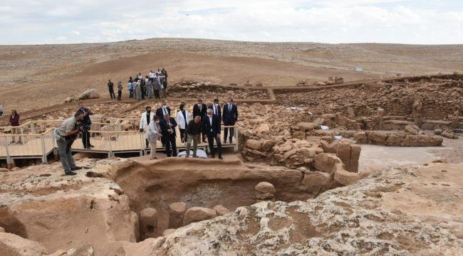 Şanlıurfa'daki Karahantepe Neolitik Alanı Dünyaya Tanıtıldı (foto-video)